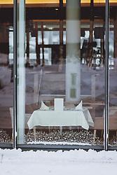 THEMENBILD - ein gedeckter Tisch eines geschlossenen Restaurants, aufgenommen am 14. Januar 2021 in Kaprun, Österreich // a decorated table of a closed restaurant, Kaprun, Austria on 2021/01/14. EXPA Pictures © 2021, PhotoCredit: EXPA/ JFK