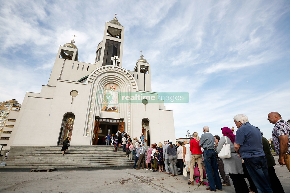 June 4, 2017 - Kiev, Ukraine - People stay in queue to pay their last respect to the Major Archeparch Emeritus of UGCC Lubomyr Husar. Ukrainian faithful pay last respect to the former Head of the Ukrainian Greek-Catholic Church, Cardinal Lubomyr Husar in the Patriarchal Cathedral of the Resurrection in Kiev, Ukraine, June 4, 2017. (Credit Image: © Sergii Kharchenko/NurPhoto via ZUMA Press)