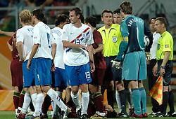 25-06-2006 VOETBAL: FIFA WORLD CUP: NEDERLAND - PORTUGAL: NURNBERG<br /> Oranje verliest in een beladen duel met 1-0 van Portugal en is uitgeschakeld / Scheidsrechter IVANOV Valentin (RUS) was helemaal de weg kwijt. Hij gaf maar liefst 16 gele en 4 rode kaarten - Ooijer en van der Sar<br /> ©2006-WWW.FOTOHOOGENDOORN.NL