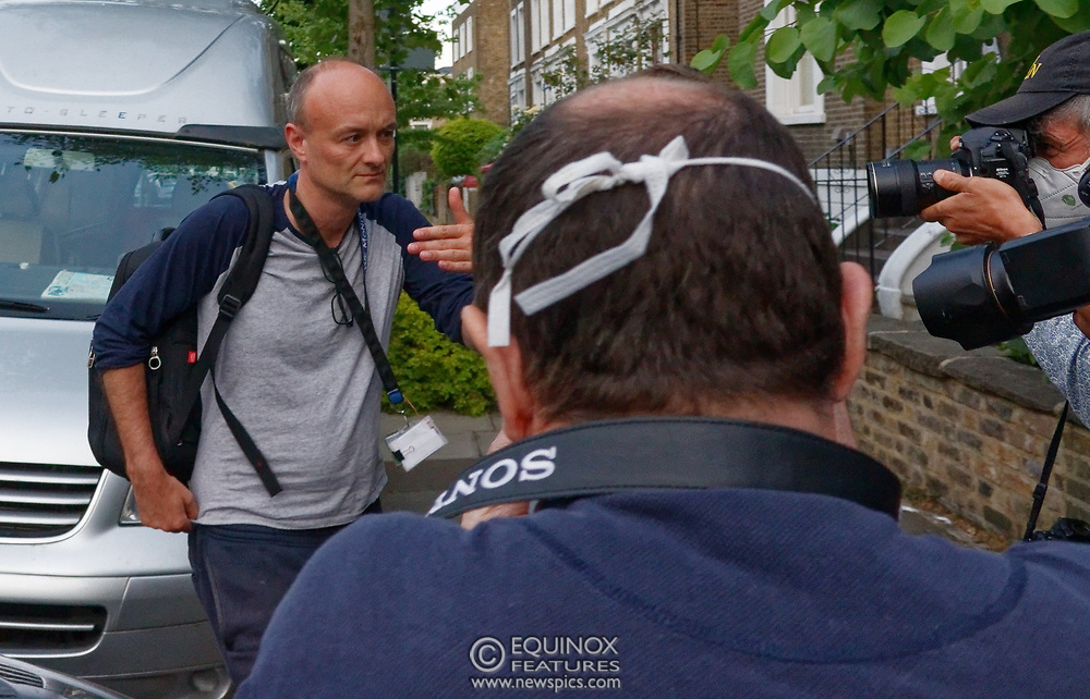 London, United Kingdom - 26 May 2020<br /> Boris Johnsons political advisor Dominic Cummings arriving home. The scene at Dominic Cummings home in North London today where two or three supporters turned up to support of him as he arrived home. Islington, London, England, UK.<br /> **VIDEO AVAILABLE**<br /> (photo by: JKM / EQUINOXFEATURES.COM)<br /> Picture Data:<br /> Photographer: JKM / Equinox Features<br /> Copyright: ©2020 Equinox Licensing Ltd. +443700 780000<br /> Contact: Equinox Features<br /> Date Taken: 20200526<br /> Time Taken: 20263573<br /> www.newspics.com