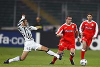 FOOTBALL - CHAMPIONS LEAGUE 2003/04 - 1/8 FINAL - 2ND LEG - 040309 - JUVENTUS TORINO v DEPORTIVO LA CORUNA - WALTER PANDIANI (DEP) / PAOLO MONTERO (JUV) - PHOTO JEAN MARIE HERVIO /  DIGITALSPORT