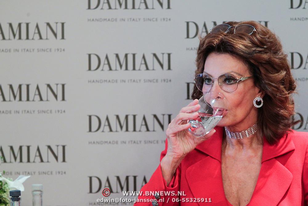 NLD/Noordwijk/20121107 - Presentatie Damiani door Sophia Loren,