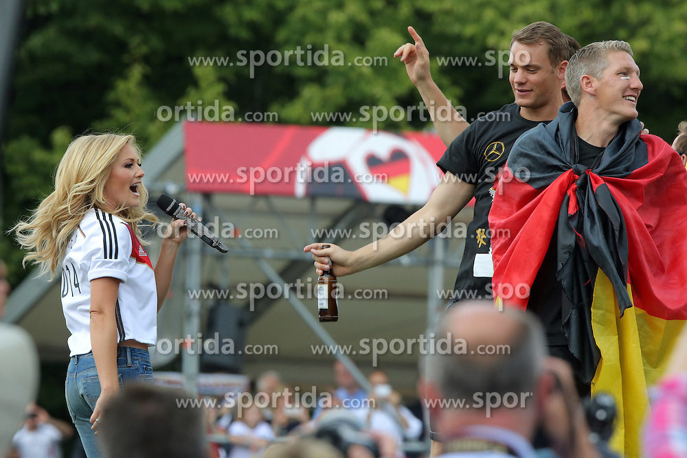 15.07.2014, Brandenburger Tor, Berlin, GER, FIFA WM, Empfang der Weltmeister in Deutschland, Finale, im Bild Saengerin Helene Fischer feiert // during Celebration of Team Germany for Champion of the FIFA Worldcup Brazil 2014 at the Brandenburger Tor in Berlin, Germany on 2014/07/15. EXPA Pictures © 2014, PhotoCredit: EXPA/ Eibner-Pressefoto/ Hibbeler<br /> <br /> *****ATTENTION - OUT of GER*****