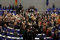 19 DEC 2003, BERLIN/GERMANY:<br /> Uebersicht des Plenarsaales Namentliche Abstimmung, Sondersitzung des Bundestages zur Abstimmung ueber das Reformpaket zu Steuern und Arbeitsmarkt, Deutscher Bundestag<br /> IMAGE: 20031219-01-055<br /> KEYWORDS: Übersicht, Plenum