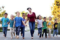 Natalie 'Octomom' Suleman cooks up a family meal for her 8 children - 18 Jan 2018