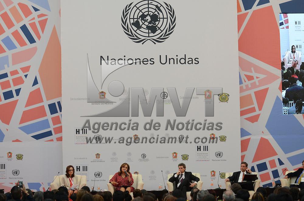 Toluca, México (Abril 18, 2016).- Francisco Barnes del Centro Mario Molina, impartió la conferencia magistral Ciudades Resilientes: cambio climático y una nueva agenda urbana, como parte de los trabajos de la Reunión Regional Hábitat 2016.  Agencia MVT / Arturo Hernánez.