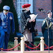 NLD/Breda/20130327 - HMH Konining Beatrix brengt decoratie Kosovo 1999 aan op vaandel Koninklijke Luchtmacht, toespraak HMH Beatrix