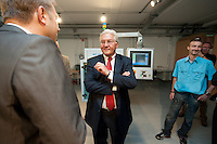 07 AUG 2009, CHEMNITZ/GERMANY:<br /> Tino Petsch (L) Vorstandsvorsitzender 3D-Micromac AG, und Frank-Walter Steinmeier (M), SPD, Bundesaussenminister und Kanzlerkandidat, im Gespraech, waehrend dem Besuch der 3D-Micromac AG, Smart Systems Campus, im Rahmen der Sommerreise zur Bundestagswahl 2009<br /> IMAGE: 20090807-01-184<br /> KEYWORDS: Wahlkampf, Bundestagswahl 2009, Gespräch
