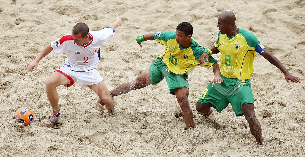 Football    FIFA Beach Soccer World Cup 2007 in Rio de Janeiro    06.11.07 Match 18      Brazil vs. Russia Yuri GORCHINSKIY (left, RUS) against BENJAMIN (Center) and Junior NEGAO (right, both BRA).