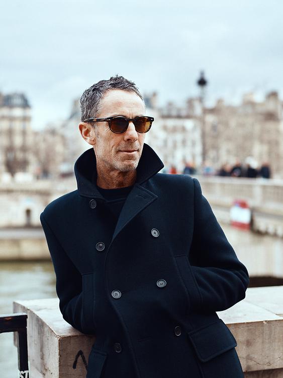 Martin Grant, fashion designer, posing on the Louis-Philippe bridge. Paris, France. January 3, 2019. <br /> Martin Grant, designer de mode, pose sur le Pont Louis-Philippe. Paris, France. 3 janvier 2019.