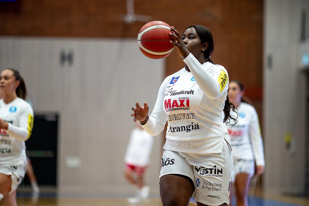 ÖSTERSUND 20210925<br /> Östersunds Neramou Jeng under lördagens match i Basketligan mellan Östersund Basket och Uppsala Basket i Östersunds Sporthall<br /> <br /> Foto: Per Danielsson/Projekt.P