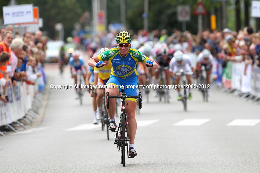 Brainwash Ladiestour Leerdam, Kirsten Wild wint de etappe rond Leerdam