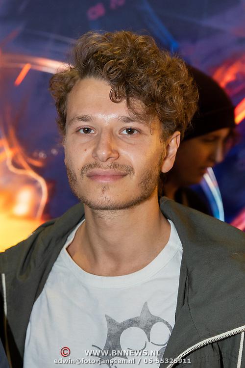 NLD/Amsterdam/20181009 - Imax vertoning First Man, Edwin de Vries en zoon Sammy