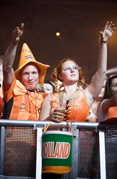 Nederland. Amsterdam, 21 juni 2008,<br /> Oranjefeest in de RAI. Nederland verliest op het EK voetbal van Rusland.<br /> Foto Martijn Beekman <br /> NIET VOOR TROUW, AD, TELEGRAAF, NRC EN HET PAROOL