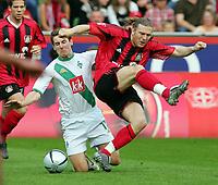 Fotball<br /> Bundesliga Tyskland 2004/05<br /> Bayer 04 Leverkusen v Werder Bremen<br /> 24. april 2005<br /> Foto: Digitalsport<br /> NORWAY ONLY<br /> Miroslav KLOSE , Andriy VORONIN Leverkusen