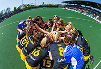 AMSTERDAM - EuroHockey Club Cup 2019 Women, during the match for 3rd place, HC Den Bosch (NED) -Der Club an der Alster (GER)   . team huddle Den Bosch. COPYRIGHT  KOEN SUYK WORLDSPORTPICS
