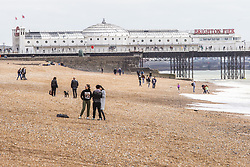 April 28, 2019 - Brighton, East Sussex, United Kingdom - Brighton, UK. Members of the public take advantage of the milder weather by spending time on the beach in Brighton and Hove. (Credit Image: © Hugo Michiels/London News Pictures via ZUMA Wire)