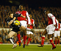 Fotball<br /> England 2004/2005<br /> Foto: SBI/Digitalsport<br /> NORWAY ONLY<br /> <br /> Arsenal v Manchester United<br /> Barclays Premiership. 01/02/2005<br /> Wayne Rooney is nowehere near the ball as he goes in for this tackle on Lauren. Sol Campbell watches on.