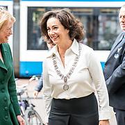 NLD/Amsterdam/20181003 - Koning opent tentoonstelling 1001 vrouwen in de 20ste eeuw, Femke Halsema en Judikje Kiers