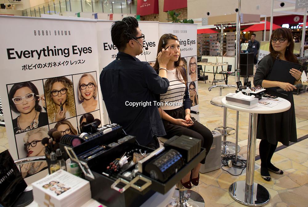 make-up demoanstration in japan