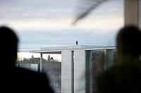 DEU, Deutschland, Germany, Berlin, 30.01.2013:<br />Anlässlich des Besuchs des ägyptischen Präsidenten sichern Beamte der Bundespolizei das Regierungsviertel. Hier ein Polizist auf dem Dach des Paul-Löbe-Hauses.