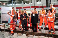 25 AUG 2009, BERLIN/GERMANY:<br /> Angela Merkel (L), CDU, Bundeskanzlerin, Dr. Ruediger Grube (R), Vorstandsvorsitzender Deutsche Bahn AG, mit Auszubildenden der Deutschen Bahn die Gleisarbeiten demonstrieren, Besuch des ICE Werks Berlin-Rummelsburg<br /> IMAGE: 20090825-01-021<br /> KEYWORDS: Rüdiger Grube, Auszubildende