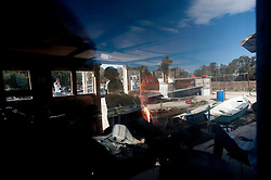 Taranto 11 Ottobre 2011.Visita presso il Mar Piccolo dove l'allevamento di cozze nere è stata bloccata a causa dell'elevato inquinamento dell'acqua marina...Apulia Film Commission.Terza edizione di Puglia Experience il workshop internazionale di sceneggiatura