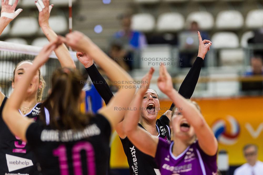 20-02-2016 NED: Coolen Alterno - Eurosped TVT, Almere<br /> Eurosped wint met 3-2 van Alterno en speelt morgen de finale / Lea van Rooijen #8 of Eurosped