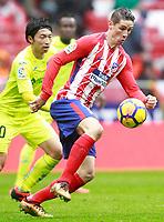 Atletico de Madrid's Fernando Torres (r) and Getafe CF's Gaku Shibasaki during La Liga match. January 6,2018. (ALTERPHOTOS/Acero)