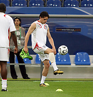 Photo: Chris Ratcliffe.<br />England Training Session. FIFA World Cup 2006. 30/06/2006.<br />Owen Hargreaves in training.