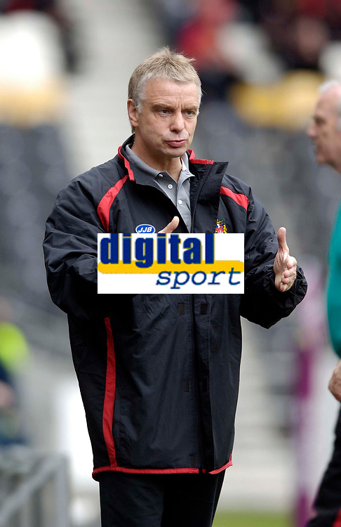 Photo: Jed Wee.<br /> Hull v Wigan Warriors. Engage Super League. 30/04/2006.<br /> <br /> Wigan coach Brian Noble.