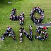 Réalisation d'un logo humain avec 215 personnes pour les 40 ans du site de la société générale à Nantes, prise du haut d'une nacelle de 20 mètres organisé par Ysseo Event