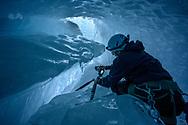 Ein Alpinist beim Fotografieren in einer Gletschermühle; Morteratschgletscher; Pontresina, Graubünden, Schweiz<br /> <br /> An alpinist taking photos in a glacier mill; Morteratsch Glacier; Pontresina, Graubünden, Switzerland