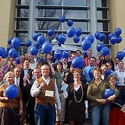 NLD/Huizen/20070315 - Medewerkers van Westland Kaas laten balonnen op ter introductie van een nieuw kaasmerk op het hoofdkantoor in Huizen