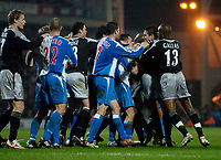 Fotball<br /> England 2004/2005<br /> Foto: SBI/Digitalsport<br /> NORWAY ONLY<br /> <br /> Blackburn Rovers v Chelsea, Barclays Premiership, 02/02/2005.<br /> Chelsea Claude Makelele appears to shove Blackburn's Morten Gamst Pedersen to the ground, which sparks a mass brawl.