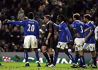 Fotball<br /> England 2004/2005<br /> Foto: SBI/Digitalsport<br /> NORWAY ONLY<br /> 22.01.2005<br /> <br /> Birmingham City v Fulham<br /> St Andrew's Stadium, Birmingham. Barclays Premiership.<br />  <br /> The Birmingham team argue with Referee Mr P. Dowd about the penalty he gave Fulham.