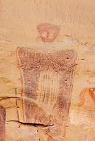 Barrier style pictographs in Sego Canyon Utah