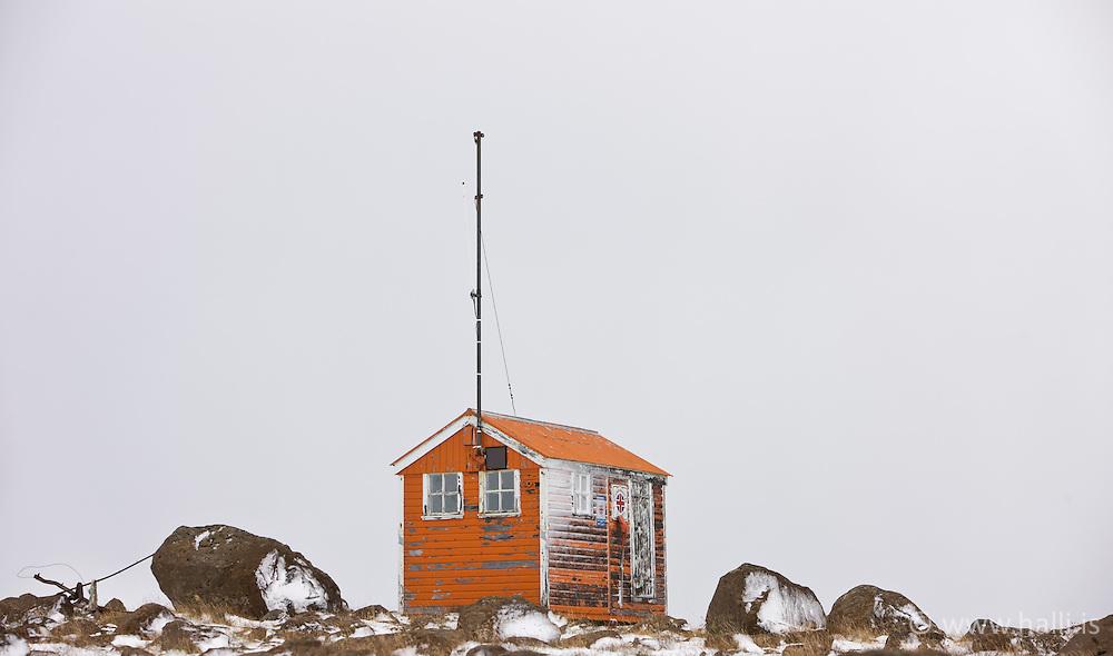 Emergency shelter near Uxahryggir, Iceland - Slysavarnarfélagsskáli á Uxarhryggjaleið