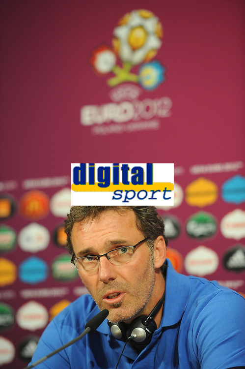 FOOTBALL - UEFA EURO 2012 - DONETSK - UKRAINE - GROUP STAGE - GROUP D - FRANCE TRAINING AND PRESS CONFERENCE - 10/06/2012 - PHOTO PHILIPPE LAURENSON / DPPI - LAURENT BLANC