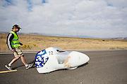 De Vortex gaat van start tijdens de kwalificaties op maandagochtend. Het Human Power Team Delft en Amsterdam (HPT), dat bestaat uit studenten van de TU Delft en de VU Amsterdam, is in Amerika om te proberen het record snelfietsen te verbreken. In Battle Mountain (Nevada) wordt ieder jaar de World Human Powered Speed Challenge gehouden. Tijdens deze wedstrijd wordt geprobeerd zo hard mogelijk te fietsen op pure menskracht. Het huidige record staat sinds 2015 op naam van de Canadees Todd Reichert die 139,45 km/h reed. De deelnemers bestaan zowel uit teams van universiteiten als uit hobbyisten. Met de gestroomlijnde fietsen willen ze laten zien wat mogelijk is met menskracht. De speciale ligfietsen kunnen gezien worden als de Formule 1 van het fietsen. De kennis die wordt opgedaan wordt ook gebruikt om duurzaam vervoer verder te ontwikkelen.<br /> <br /> The Human Power Team Delft and Amsterdam, a team by students of the TU Delft and the VU Amsterdam, is in America to set a new world record speed cycling.In Battle Mountain (Nevada) each year the World Human Powered Speed Challenge is held. During this race they try to ride on pure manpower as hard as possible. Since 2015 the Canadian Todd Reichert is record holder with a speed of 136,45 km/h. The participants consist of both teams from universities and from hobbyists. With the sleek bikes they want to show what is possible with human power. The special recumbent bicycles can be seen as the Formula 1 of the bicycle. The knowledge gained is also used to develop sustainable transport.