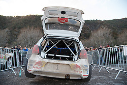 17.01.2014, Reifen Service, Sisteron, FRA, FIA, WRC, Monte Carlo, 2. Tag, im Bild Fahrzeug von OGIER Sebastien / INGRASSIA Julien ( VOLKSWAGEN MOTORSPORT (DEU) / VOLKSWAGEN POLO R ) aufgebockt fuer den Reifenwechsel during day two of FIA Rallye Monte Carlo held near Monte Carlo, France on 2014/01/17. EXPA Pictures © 2014, PhotoCredit: EXPA/ Eibner-Pressefoto/ Neis<br /> <br /> *****ATTENTION - OUT of GER*****