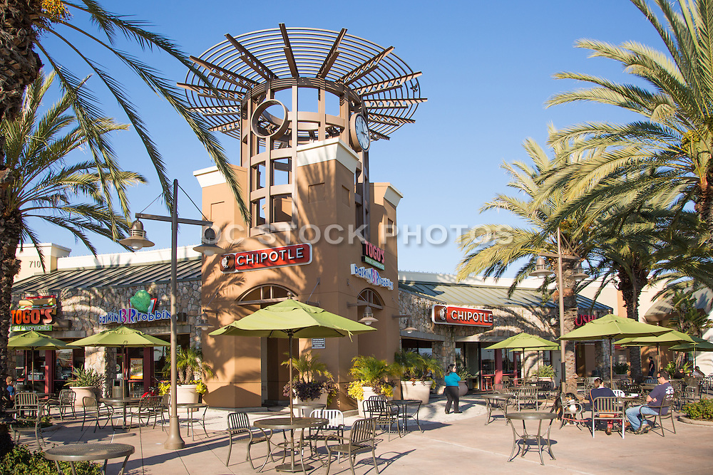 Seacliff Village Outdoor Shopping and Dining in Huntington Beach