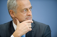 31 OCT 2008, BERLIN/GERMANY:<br /> Peter Ramsauer, CSU, Vorsitzdender der CSU Landesgruppe im Bundestag, waehrend einer Pressekonferenz, Bundespressekonferenz<br /> IMAGE: 20081031-01-0