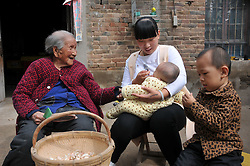 October 8, 2016 - Anyang, Anyang, China - Anyang, CHINA-October 8 2016: (EDITORIAL USE ONLY. CHINA OUT) Ma Chunhuan, a 103-year-old woman, talks with kids in Siyangzhuang Village, Neihuang County, Anyang, central China¡¯s Henan Province, October 8th, 2016. Although Ma Chunhuan is 103 years old, she can do needle work flexibly and use cell phone easily. (Credit Image: © SIPA Asia via ZUMA Wire)
