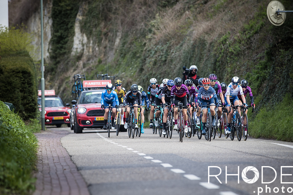 Reduced group chasing the leaders up the Geulhemmerberg<br /> <br /> 7th Amstel Gold Race Ladies Edition <br /> Valkenburg > Valkenburg 116km<br /> <br /> ©RhodePhoto