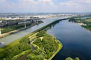 Nederland, Zuid-Holland, Rotterdam, 06-10-2015. Brielse Meer, watersport- en recreatiegebied. Het kunstmatige meer fungeert ook als zoetwaterbuffer dat de verzilting van Voorne-Putten vanaf de Nieuwe Waterweg tegengaat.<br /> Brielsemeer, watersports and recreation area. The artificial lake also acts as freshwater buffer.<br /> luchtfoto (toeslag op standard tarieven);<br /> aerial photo (additional fee required);<br /> copyright foto/photo Siebe Swart