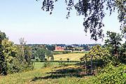 Nederland, Ubbergen, 28-6-2019Wandelen over de Elysese velden. In de verte het kerkje van het dorp Persingen in de Ooijpolder. Locatie is opgenomen in de wandelroute walk of wisdom die door de regio, omgeving, rijk van nijmegen voert, pelgrimstocht, pelgrimsroute, mindfullness.FOTO: FLIP FRANSSEN