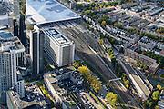 Nederland, Zuid-Holland, Rotterdam, 23-10-2013;<br /> Het spoor van het gerenoveerde en volkomen vernieuwde station van Rottterdam, Rotterdam CS, bijnaam De Kapsalon. Rechts Provenierswijk, links van het spoor hoogbouw Delfste Poort.<br /> The completely renovated  railway station Rottterdam, Rotterdam Central (one of the architects: Jan Benthem), nicknamed The Hair Salon. <br /> luchtfoto (toeslag op standaard tarieven);<br /> aerial photo (additional fee required);<br /> copyright foto/photo Siebe Swart.
