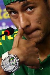 Detalhe do relógio de Neymar Jr. exibe a bandeira do Brasil durante coletiva de imprensa da Seleção Brasileira, em Brasília, DF. A seleção enfrenta o Japão no próximo dia 15 na abertura da Copa das ConfederaÁıes. FOTO: Jefferson Bernardes/Preview.com