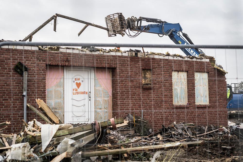 Luetzerath, DEU, 18.01.2021<br /> <br /> Der Energiekonzern RWE beginnt im Dorf Lützerath (Stadt Erkelenz) am Rand des Braunkohletagabaus Garzweiler II mit dem Abriss von Häusern fuer die umstrittene Erweiterung desTagebaus.<br /> <br /> In the village of Luetzerath (city of Erkelenz) on the edge of the Garzweiler II open pit lignite mine, the energy company RWE begins demolishing houses for the controversial expansion of the surface mine.<br /> <br /> Foto: Bernd Lauter/berndlauter.com